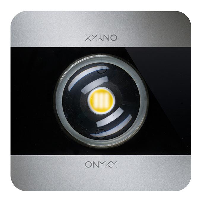 ONYXX.LED Leuchtenkopf mit schwarzem Cover